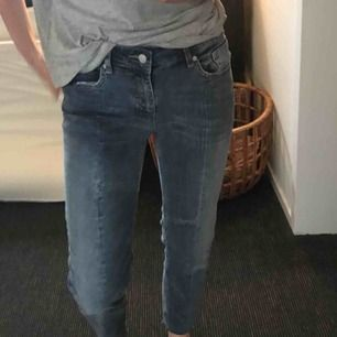 Snygga mom-jeans med sömmar på benen!!💕
