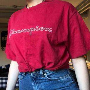 Röd Champion t-shirt as snygg!! Frakt tillkommer 😇