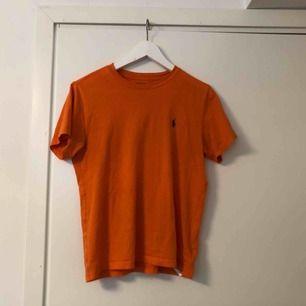 T-shirt från Ralph Lauren. Storlek barn men passar dam XS/S