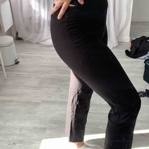 Snygga kostym byxor i mjukt material, säljer pågrund av för små för mig!