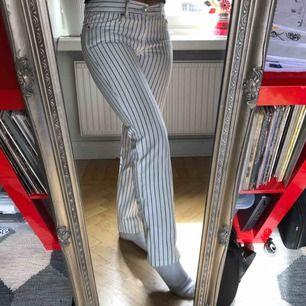 Snygga action jeans i fint skick som tyvärr är lite små. Liknar Levis 508. Bra längd på mig som är 168.  Köparen står för frakt.