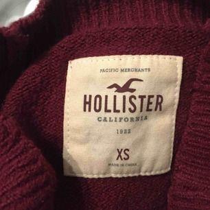 Jättemysig croppad tröja från Hollister! I nyskick, knappt använd 🤩 Frakt ingår i priset ❤️