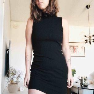 Frakt ingår i priset! Så snygg klänning i fint skick👌