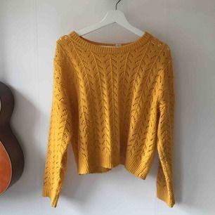 Fin somrig, gul tröja 💫