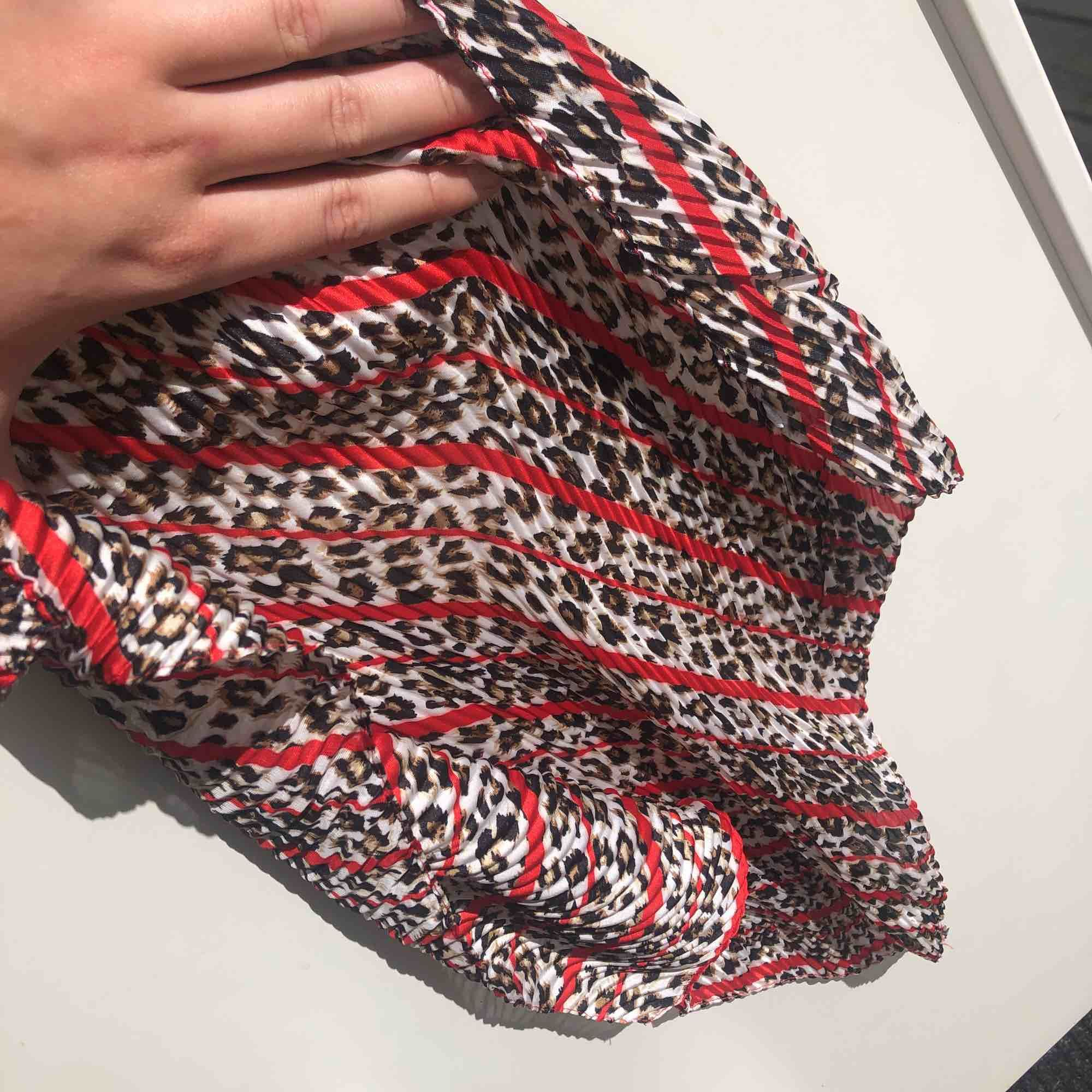 10 kr frakt! Superfin sjal i perfekt skick 🌞. Accessoarer.