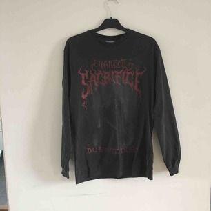 As fet tröja från Vailent, köpt på Carlings i vintras men bara använd vid ett tillfälle. Passformen är som en M