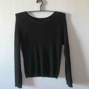 Svart stickad långärmad tröja, storlek xxs (ja brukar ha XS/s och den passa mig ändå) säljer pga använder ej.  Kan mötas upp i Malmö annars står köparen för frakten