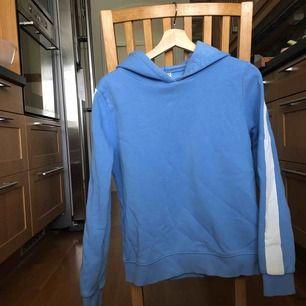 Superfin och skön hoodie i lite mff-tema. Använd fåtal gånger. Möts upp i lund eller fraktar (då står du för priset).