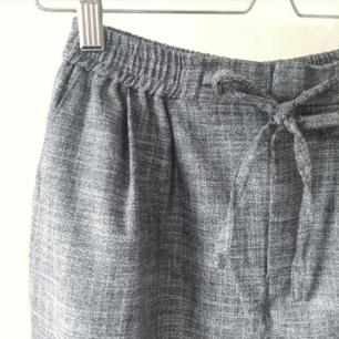 Supersköna linnebyxor från Urban outfitters, storlek xs. Perfekta inför sommaren!🌻