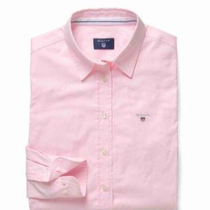 Rosa skjorta med väldigt fin passform från GANT Köparen står för frakt