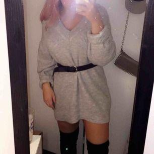 En tröja i storlek L som jag (strl S) använt som en klänning! För mer info och bilder kontakta mig!!💞