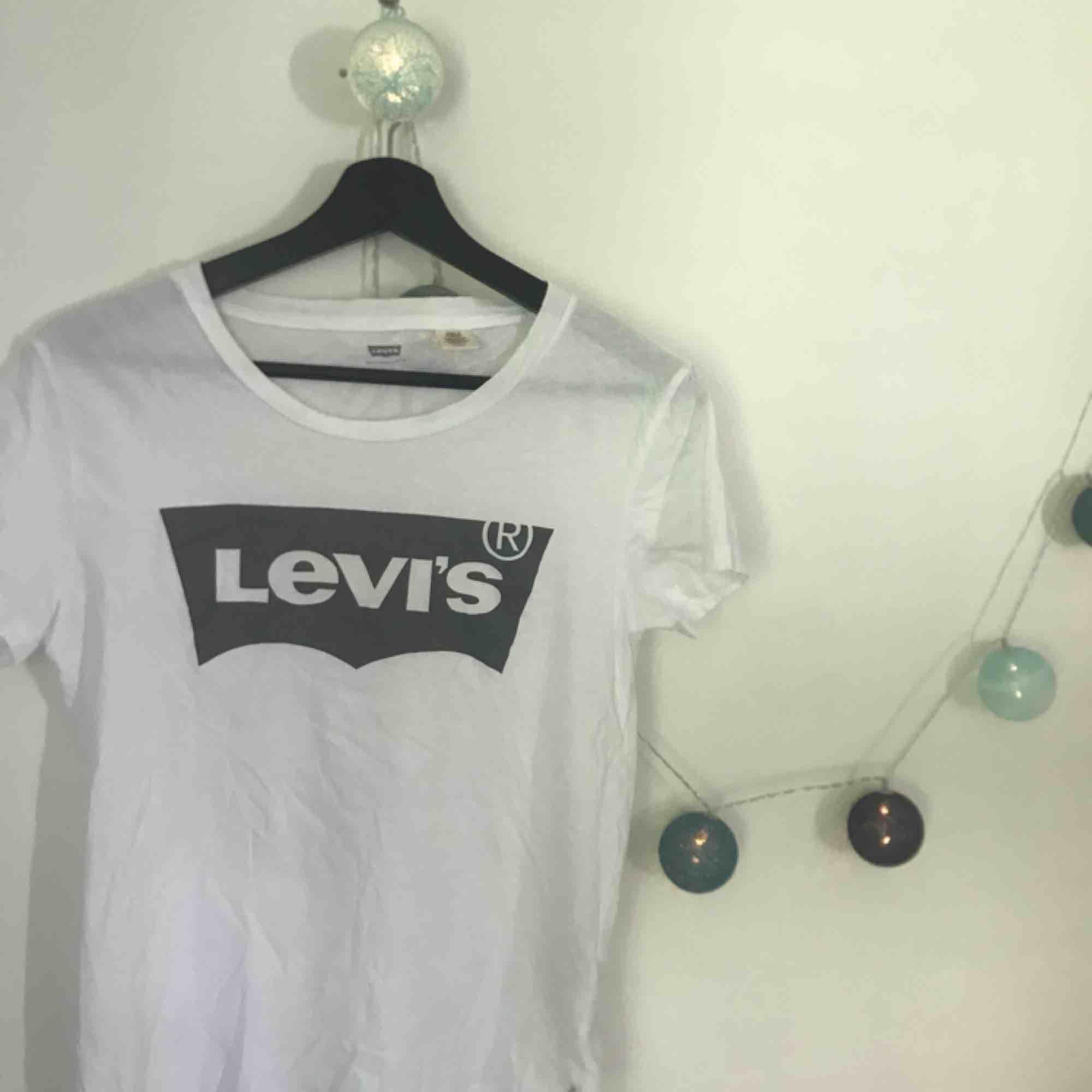 Supernajs t-shirt som knappt är använd! Strl xs. T-shirts.
