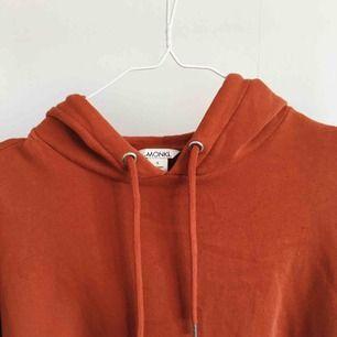 Oversize hoodie från Monki, passar S-L beroende på hur man vill den ska sitta! Kan mötas upp i Sthlm eller skickas mot frakt 😊