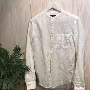 Vit skjorta från H&M (köpt på herravdelning) 😊 Kan mötas upp i Stockholm eller skicka mot fraktkostnad 😁