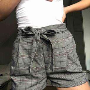 Ett par balla rutiga shorts från hm. Använda 1 gång. Möts upp i Stockholm eller köparen står för frakt💞💞