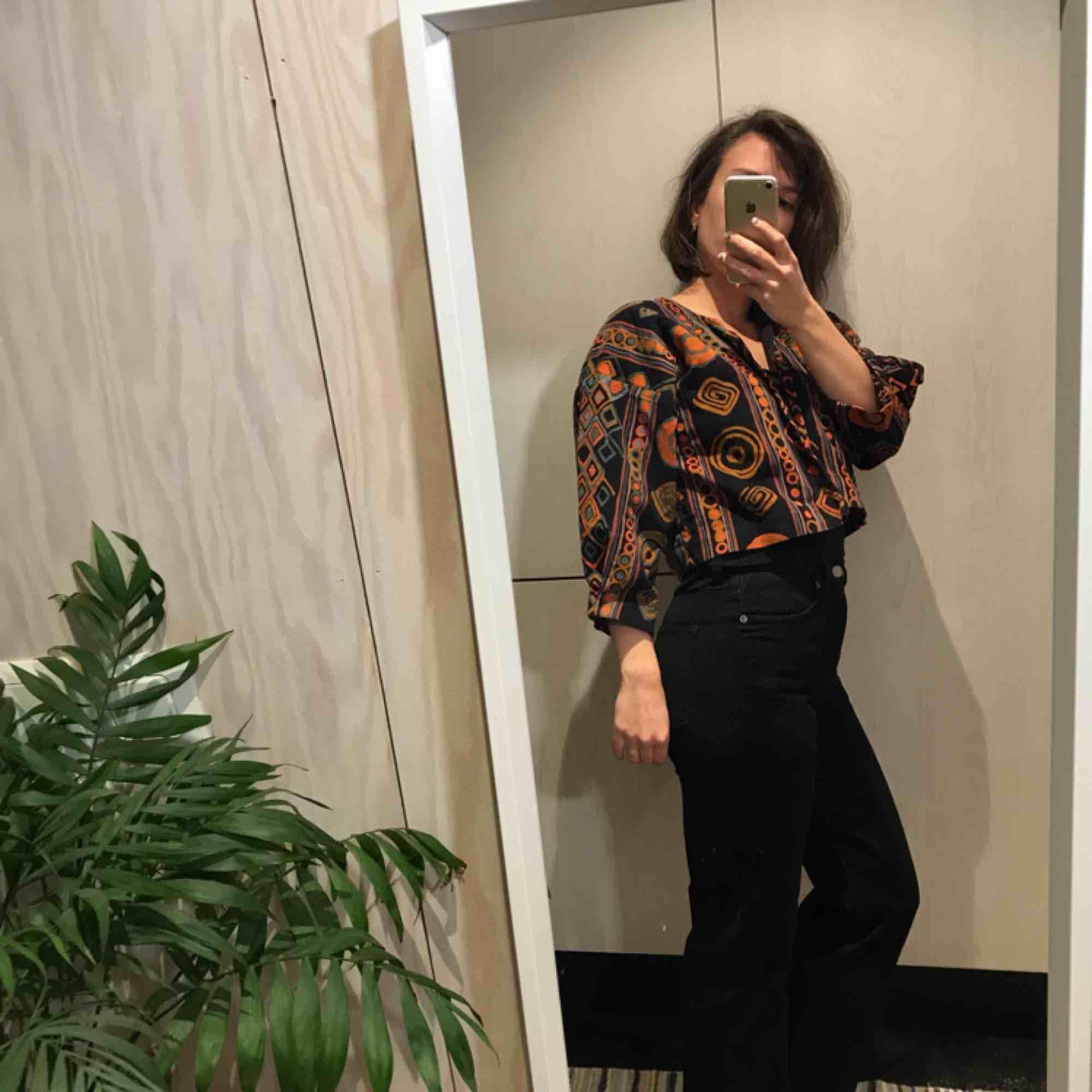 Möts gärna upp i Stockholm men postar självklart också om nödvändigt, köpare står då för frakt 😊 Kika gärna på mina andra grejer, har haft en stor garderobsrensning så finns mycket att fynda 😁. Kostymer.