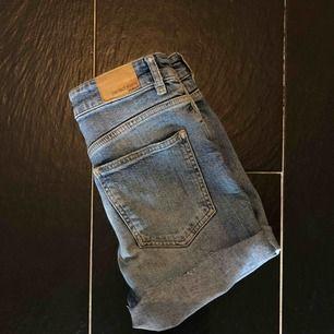 Stretchiga shorts från Gina tricot. Formar rumpan ursnyggt (!!) men är tyvärr lite för stora för mig.