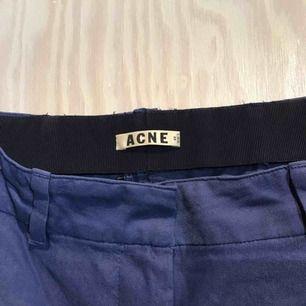Blåa byxor från Acne 😊 Möts gärna upp i Stockholm men postar självklart också om nödvändigt, köpare står då för frakt 😊 Kika gärna på mina andra grejer, har haft en stor garderobsrensning så finns mycket att fynda 😁
