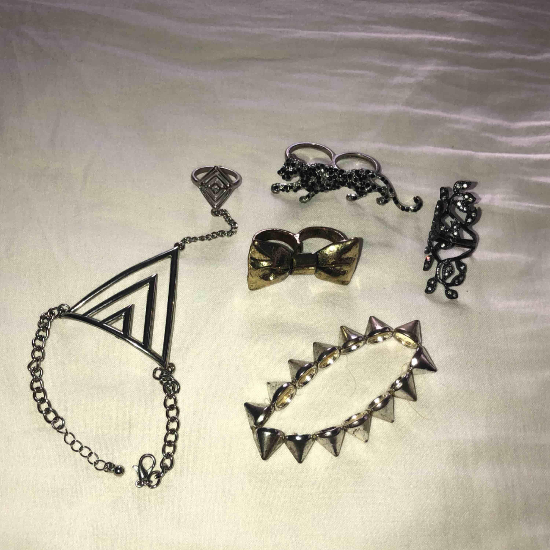 Häftiga och unika smycken (ringar och armband). 25kr/st eller alla för 80kr! FRI FRAKT. OBS: Triangelarmbandet är sålt.. Accessoarer.