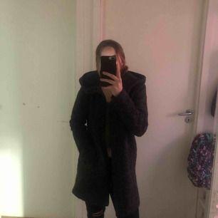 Fin kappa från ONLY som ser helt oanvänd ut! Säljer pga det inte är min stil men fin är den absolut! Tror absolut att den skulle passa även andra storlekar än S 💞