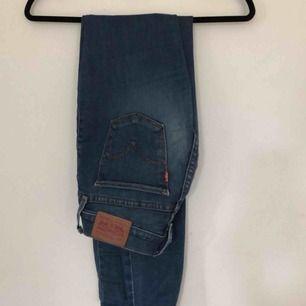 Levis 710 jeans i storlek 25/32. Möts upp i Stockholm eller så står köparen för frakt😁