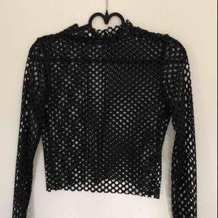 Cool nät-tröja/mesh från ASOS i storlek 34. Aldrig använd. Möts upp i Stockholm eller så står köparen för frakt 😁