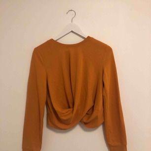 Super fin tröja från ZARA! Köpt för nått halvår sedan och aldrig kommit till användning :(. Men hoppas att nån annan kan få denna tröja till användning. Önskas fler bilder, kontakta mig❤️köparen betalar 50 kr+frakten
