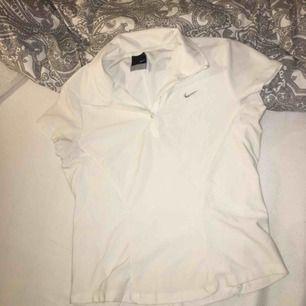 Nike T-shirt köptes dyrt Stl S mer som xs använd 1 gång