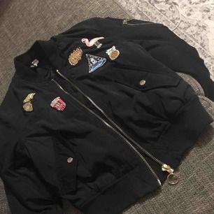 Bomber jacka från H&M Stl: 36 men passar också 34 använd 2 gånger nyskick Ord pris 399 kr Mitt pris 60 kr