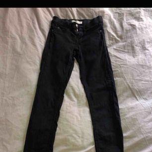 Alex jeans stl XS från ginatricot använda endast 1 gång tighta på