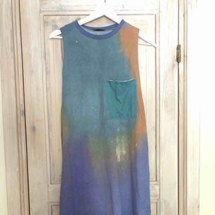 Super fin tydie klänning från Zara. Super skön nu till sommaren då den är väldigt sval. Originalproduktioner 200kr💛 80kr+frakt
