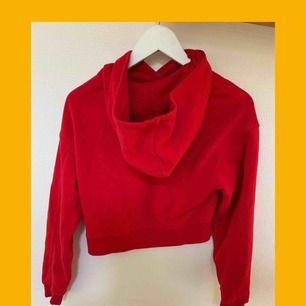 Röd croppad hoodie från hm❤️🔥❣️