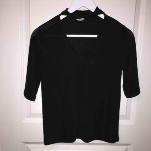 Festlig tröja från Gina Tricot i storlek XS men som även passar S.