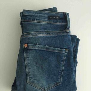 Shaping jeans från hm, enkel färg passar till allt och sitter BRAA på alla plus bekväma pga stretch