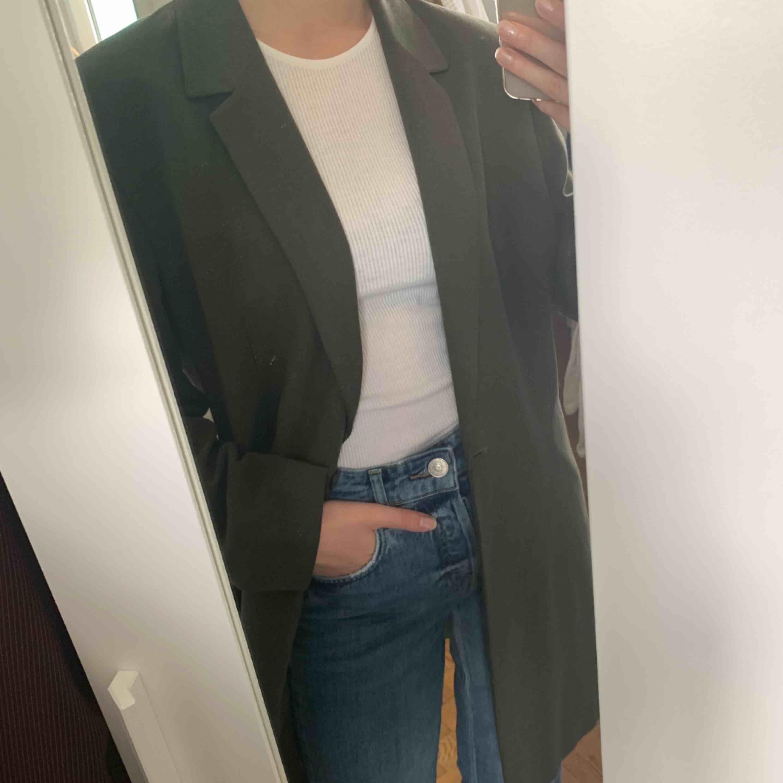 Kavaj från marks & Spencer i storlek UK 16. Är lite oversized på mig som har storlek 36. Frakt är inräknat i priset! . Kostymer.