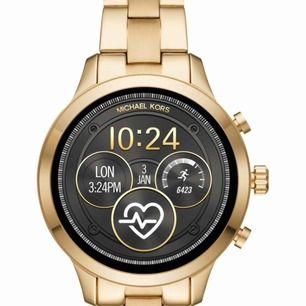 Sælger min Michael Kors Access Bradshaw smartwatch Gen 2 (guld) - Varenummer: MKT5001. Købt hos SMYCKA Nypris 3700kr Anvendes 3-4 gange. Ny betingelse Karton, kvittering, oplader og ekstra links inkluderet. Enhver fragt betales af køberen