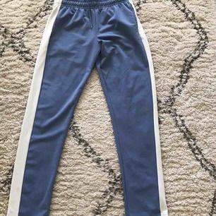 Blå byxor