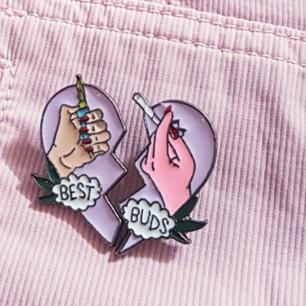 Supersöta Best buds pins ❤  frakt ingår! Pris kan diskuteras vid snabb affär 😀