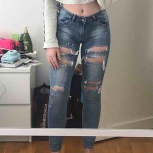 Fina byxor jeans från Monday Premium. Köpta här på plick men säljer igen då de tyvärr är lite små för mig! som nya! köpare står för frakt