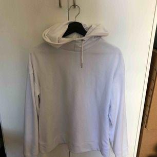 Vanlig vit hoodie strl S knappast använd, frakt ingår