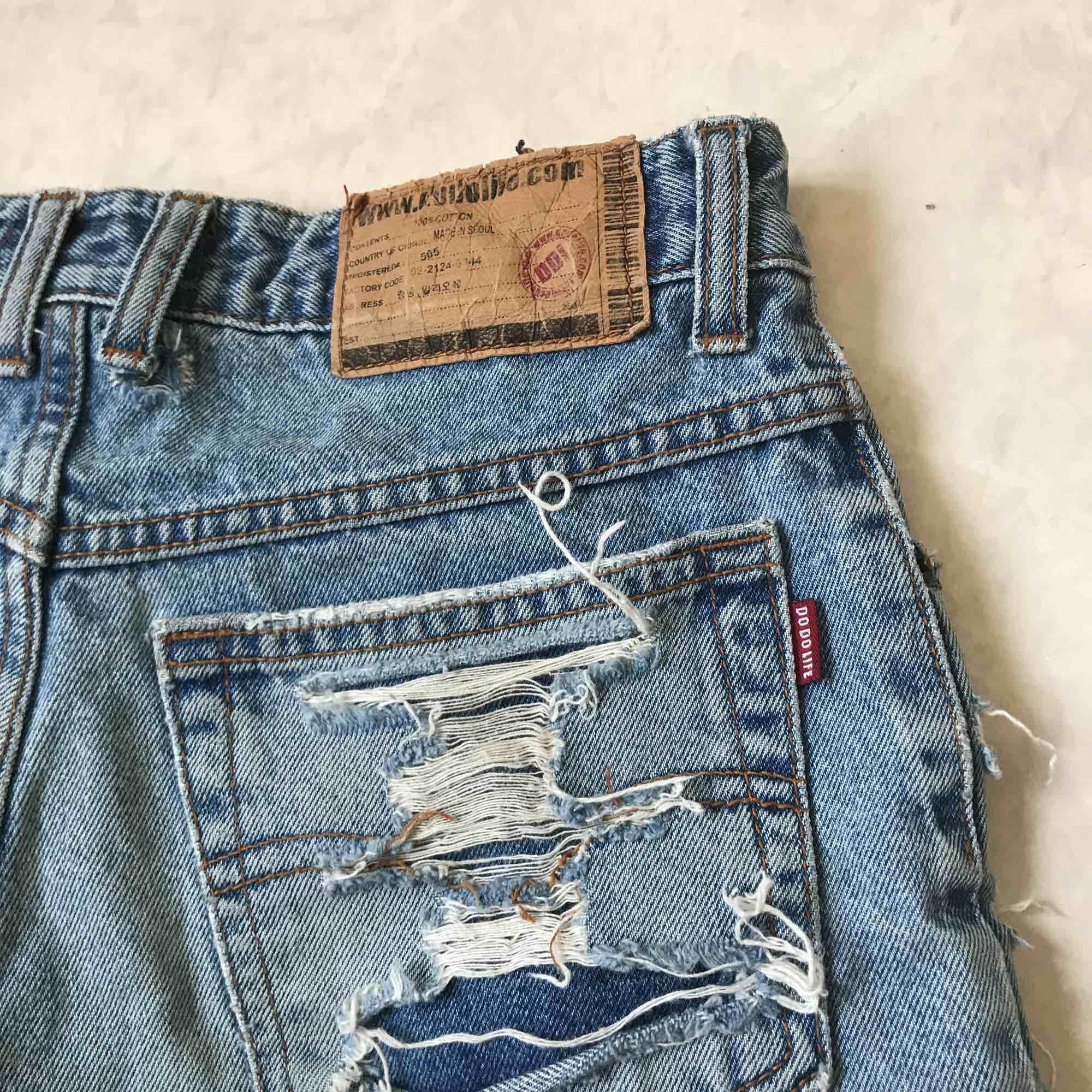 Säljer dessa svinsnygga shorts i en perfekt färg som framhäver brännan. Frakt tillkommer:). Shorts.