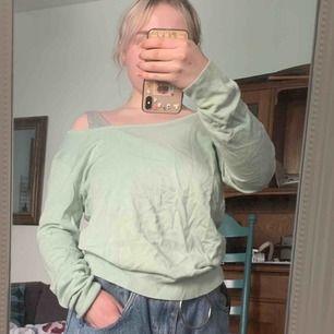 👚Grön/blå tröja!👚40kr. Storlek M. Bar vid axlarna. Väldigt mjuk! Från Veromoda. Går att hämta i Lund eller Malmö i Skåne, annars ingår frakt💖