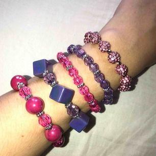 Snygga och söta armband som står ut! Perfekt till block-colour outfits❣️ 30kr/st eller alla för 100kr! FRI FRAKT