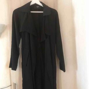 Trench coat från bik bok, passar även Storlek S