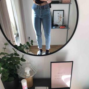 Snygga jeans från hm, använda max två gånger! De är i storlek 34 men jag är vanligtvis 36 och de passar ändå!