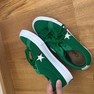 Converse One-star!  Använda kanske 2-3 gånger!  Möts i Stockholm eller frakta - köparen står för frakt