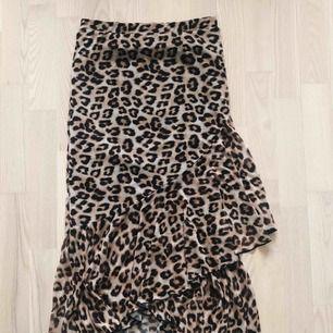 Leopardkjol från Nelly, aldrig använt.