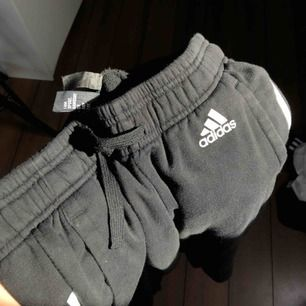 Adidas dress, använt några få gånger, frakt tillkommer🧡
