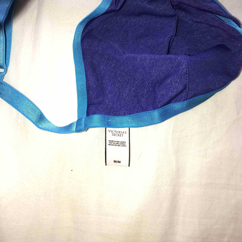 ÄKTA Victorias Secret bralette✨ Köpt i USA. Priste diskurerbart. Använd 1 gång+till fotot! Står M men passar lätt XS-S-M och L om man har mindre bröst!💙 FRI FRAKT . Övrigt.