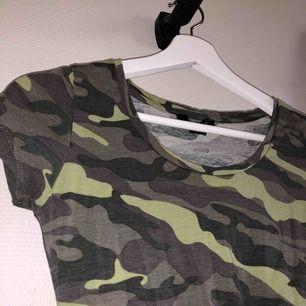 Camouflage mönstrad body köpt här på plick, tyvärr passade den inte mig så säljer vidare!